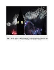 Đồng hồ Big Ben điểm 12 giờ đêm trong thời khắc chuyển giao giữa năm cũ và năm mới khi pháo hoa rực sáng bầu trời thủ đô London.doc